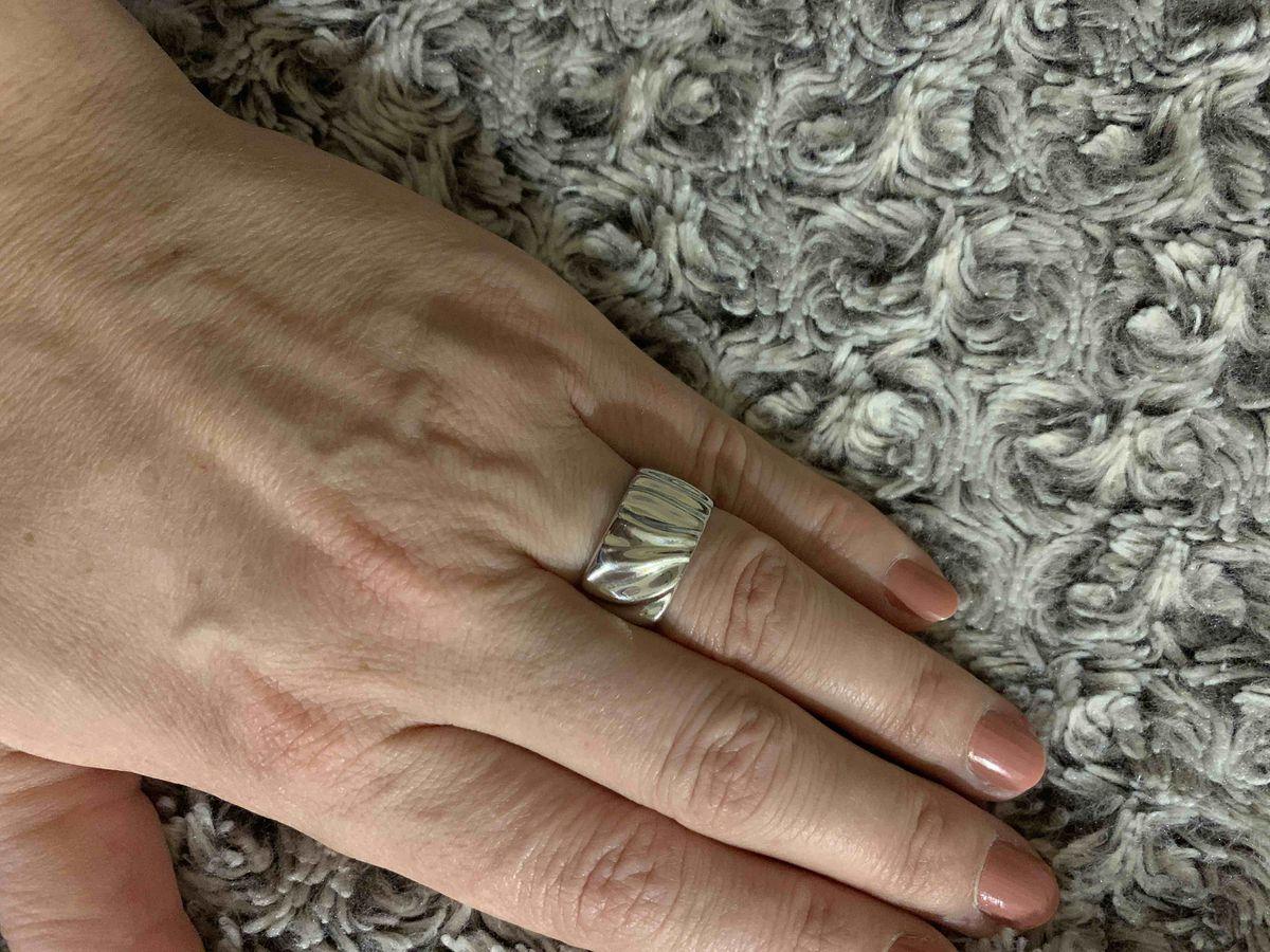 Красивое кольцо из серебра на каждый день!