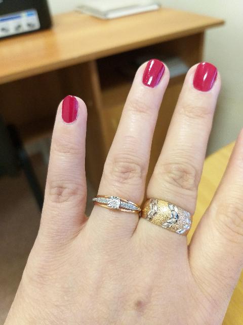 Кольцо с бриллиантаии