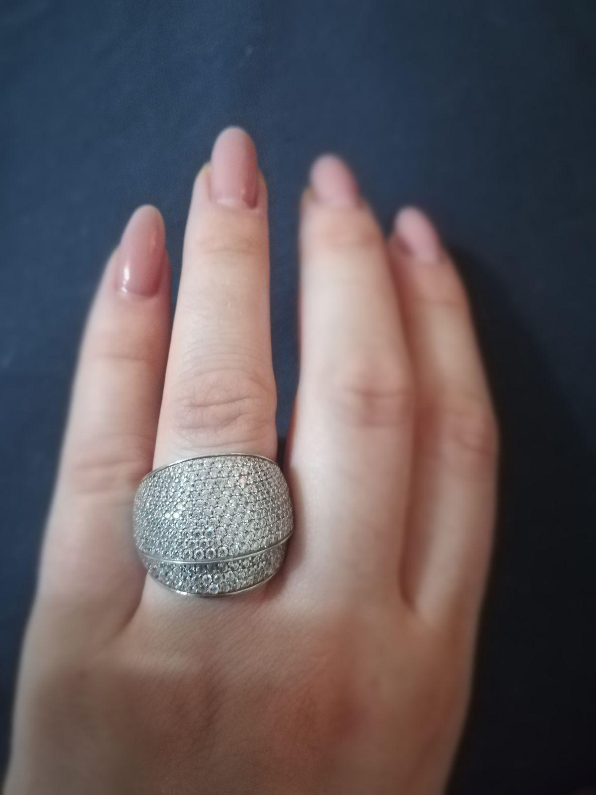 Шикарное кольцо с финанитами