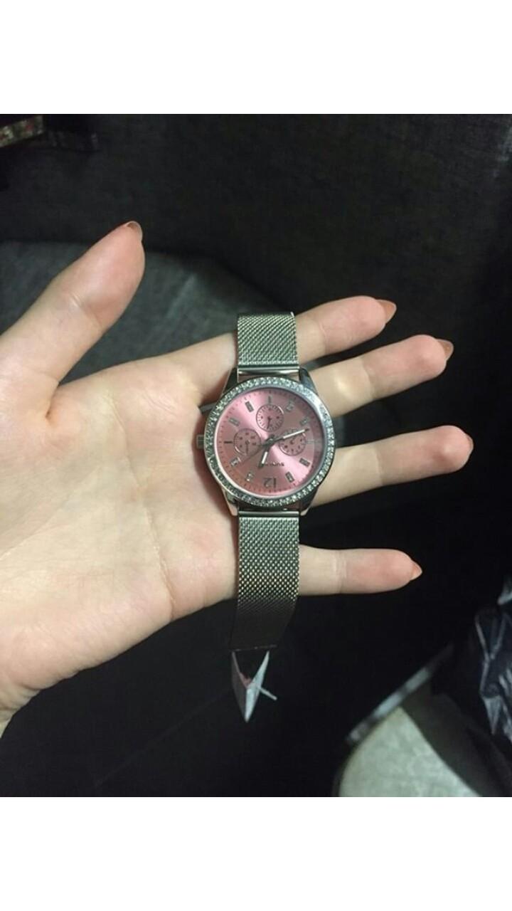 Часы хорошего качества и за свою небольшую цену смотрятся довольно дорого