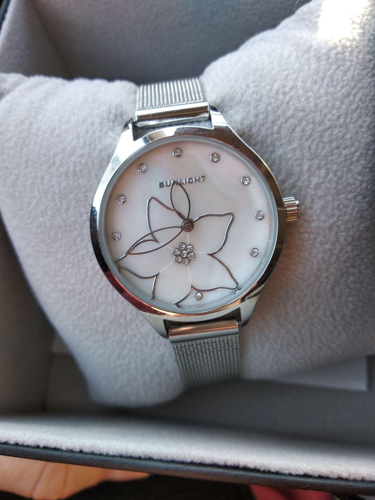 Часы с цветочком