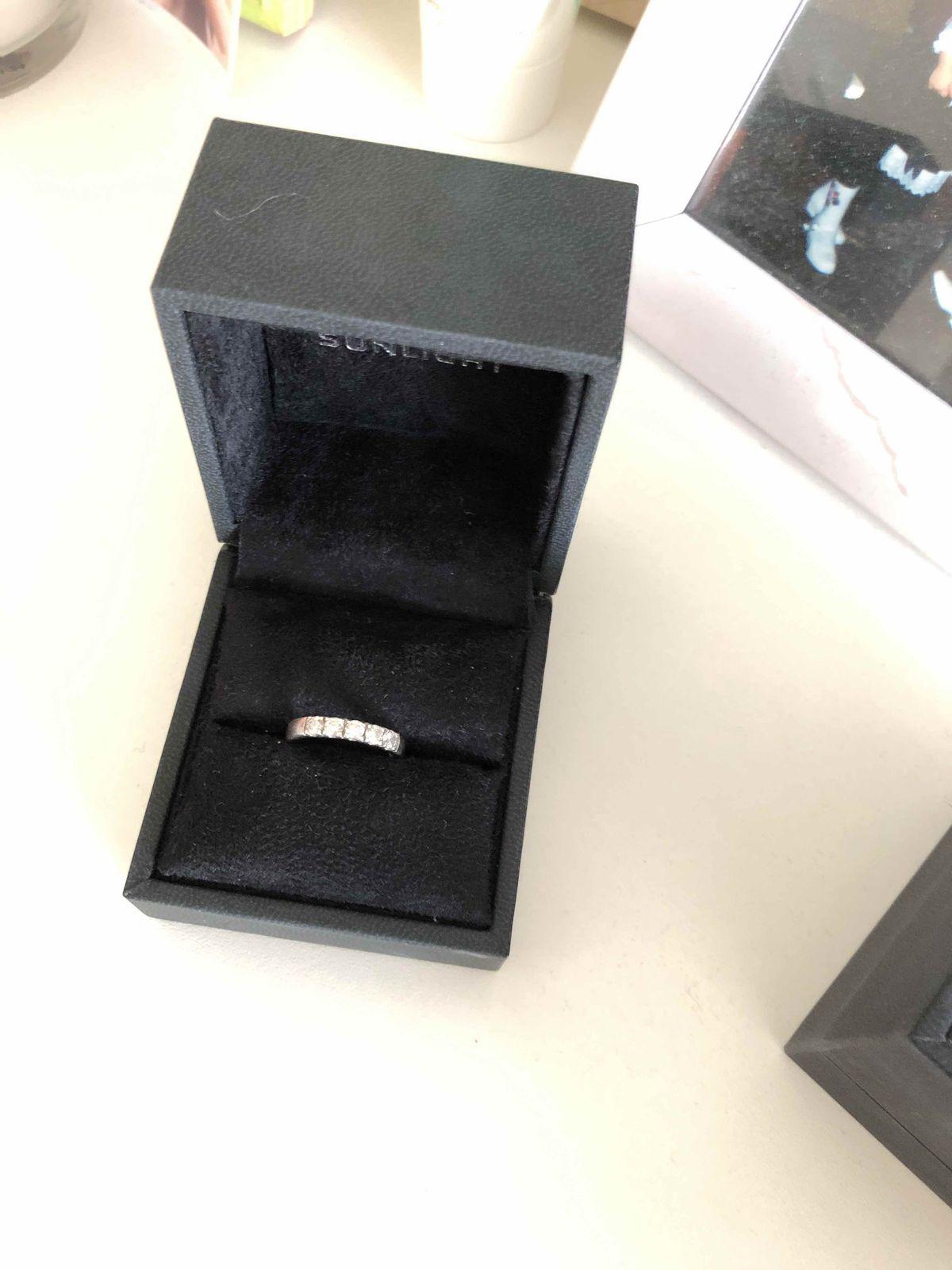 Серебряннле кольцо с фианитами