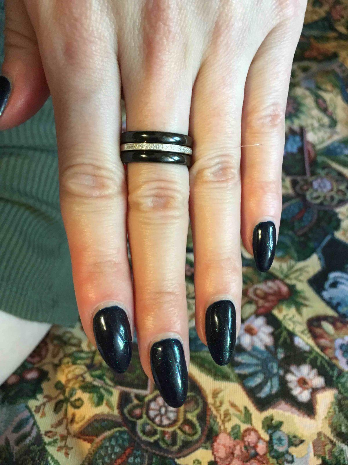 Элегантное черное кольцо