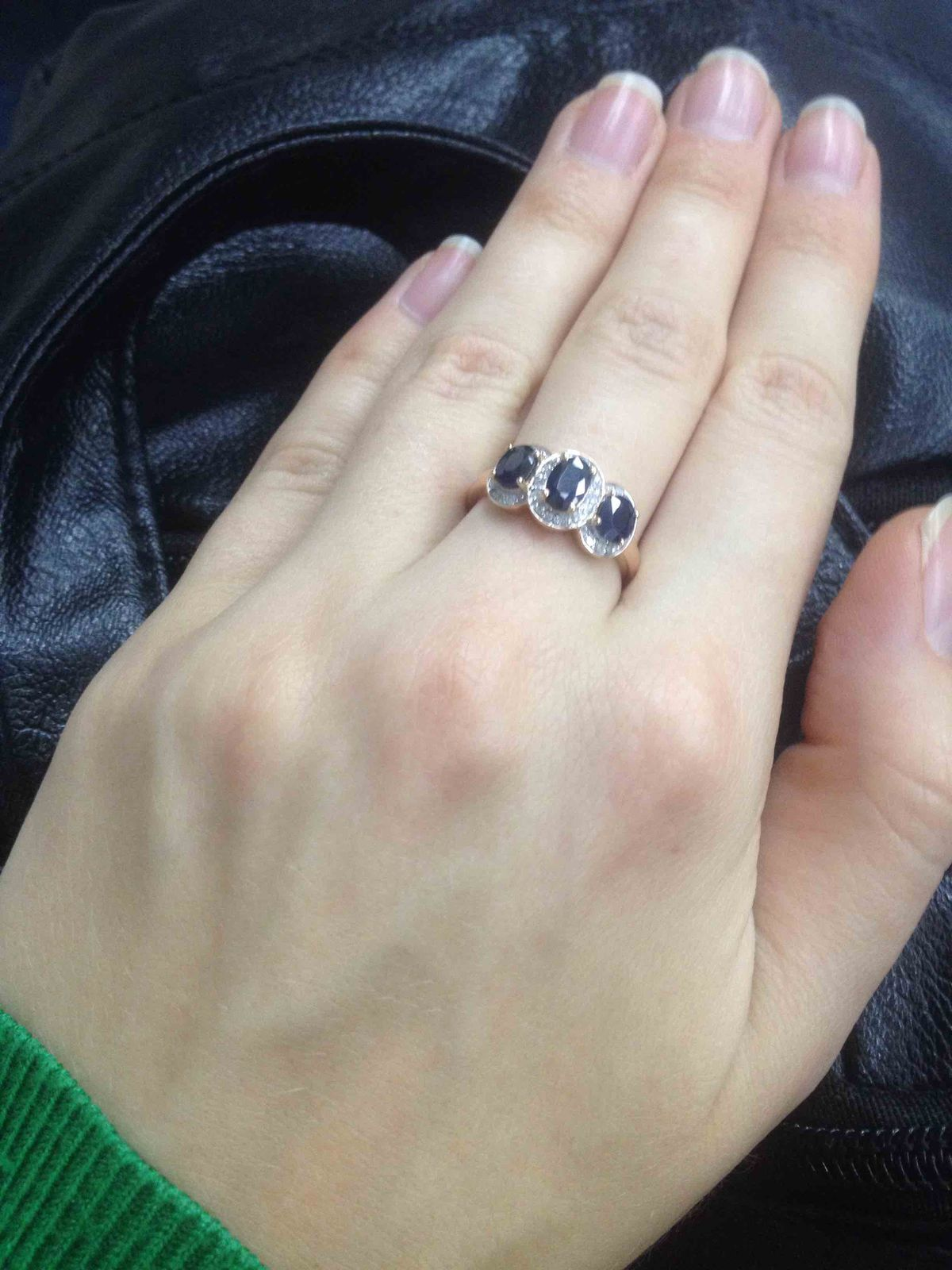Кольцо с сапфирами:)))