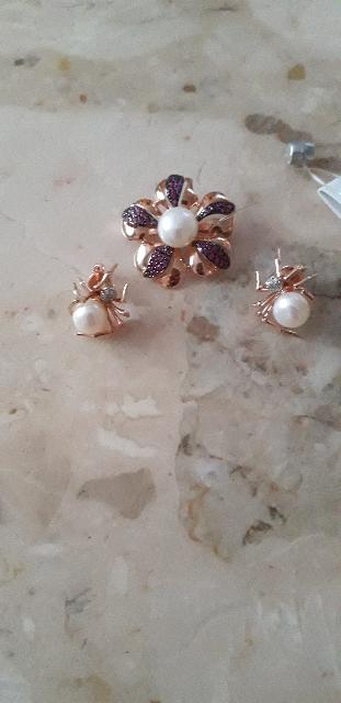 Серьги паучки с жемчугом и бриллиантами.