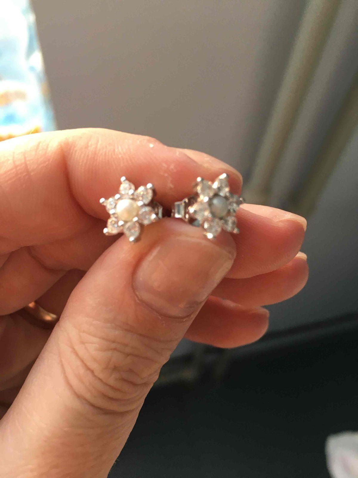 Миленькие сережечки для нашей доченьки