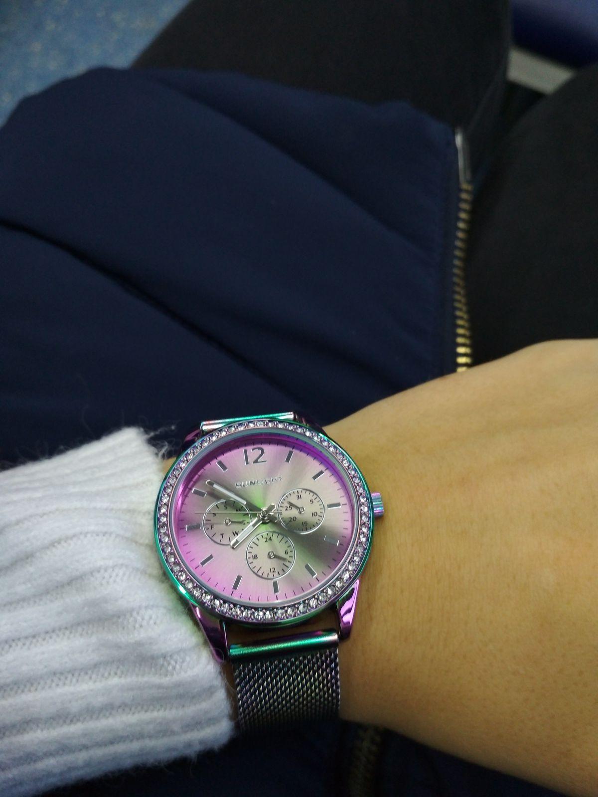 Красивые оригинальные часы, качество хорошее. Цена приемлемая