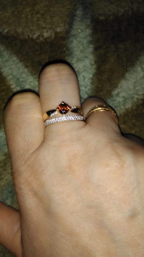 Кольцо очень нежное и красивое
