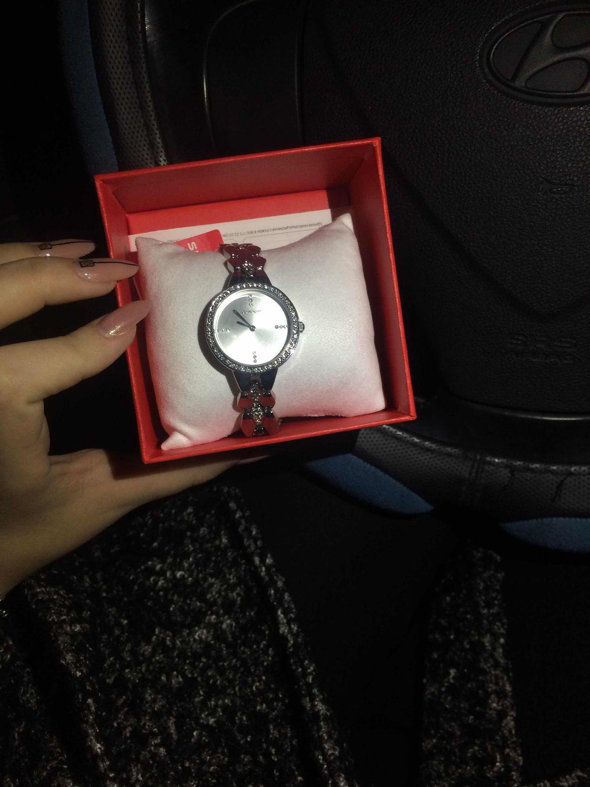 Очень элегантные , женственные часы