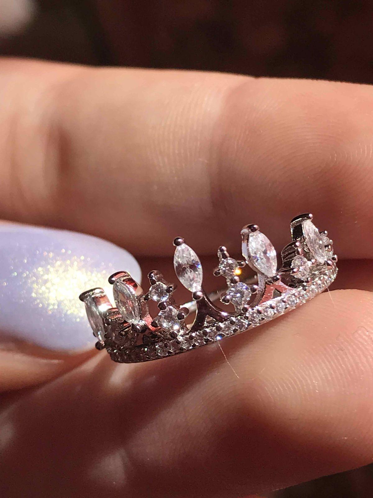 Прекрасное серебряное кольцо с фианитами