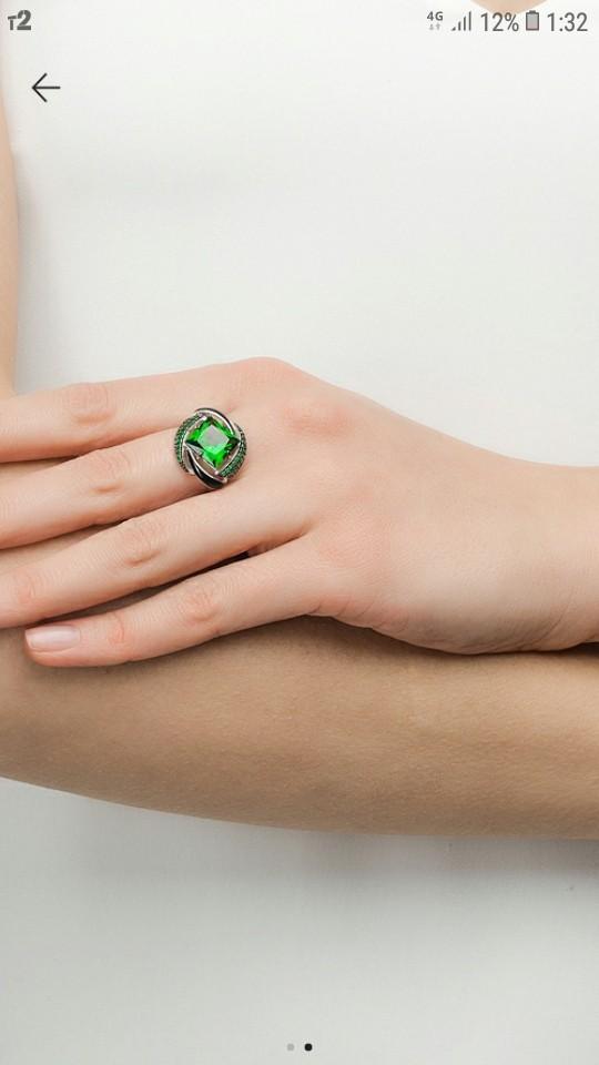 Серёжки зелёные