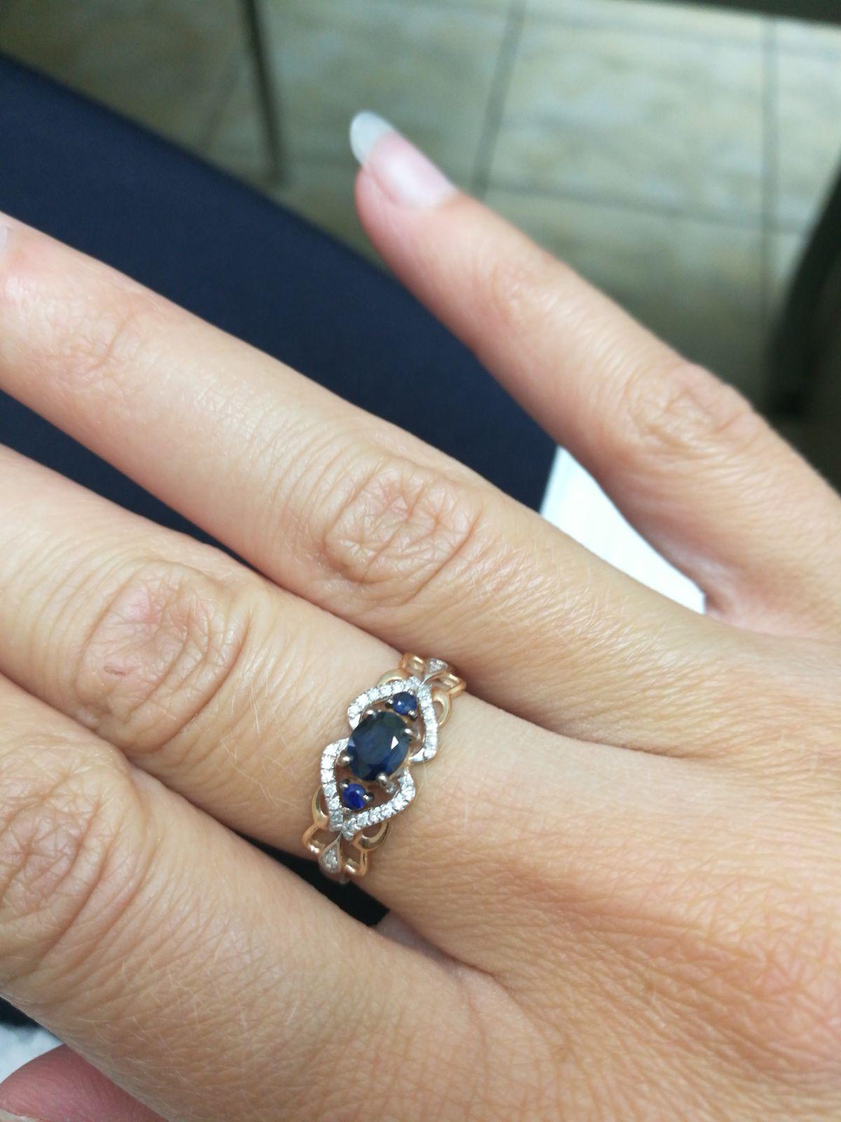 Кольцо с сапфирами и брилиантами.