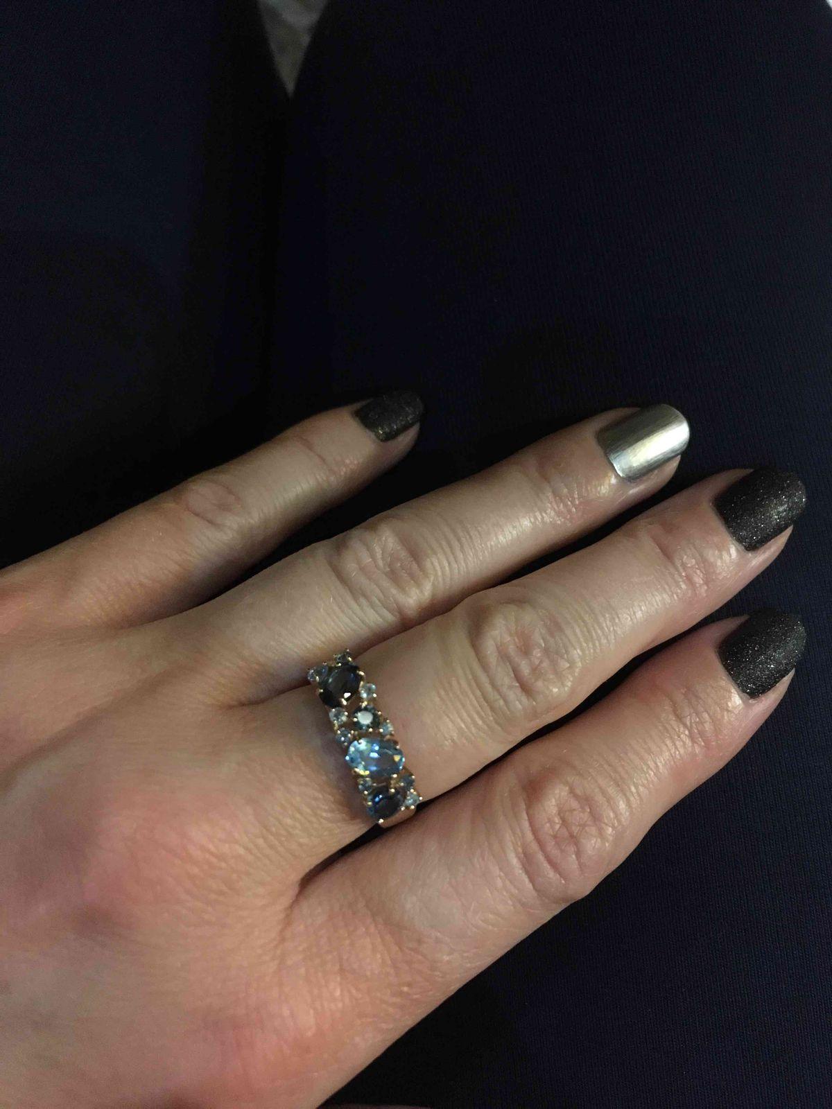 Кольцо с топазами.