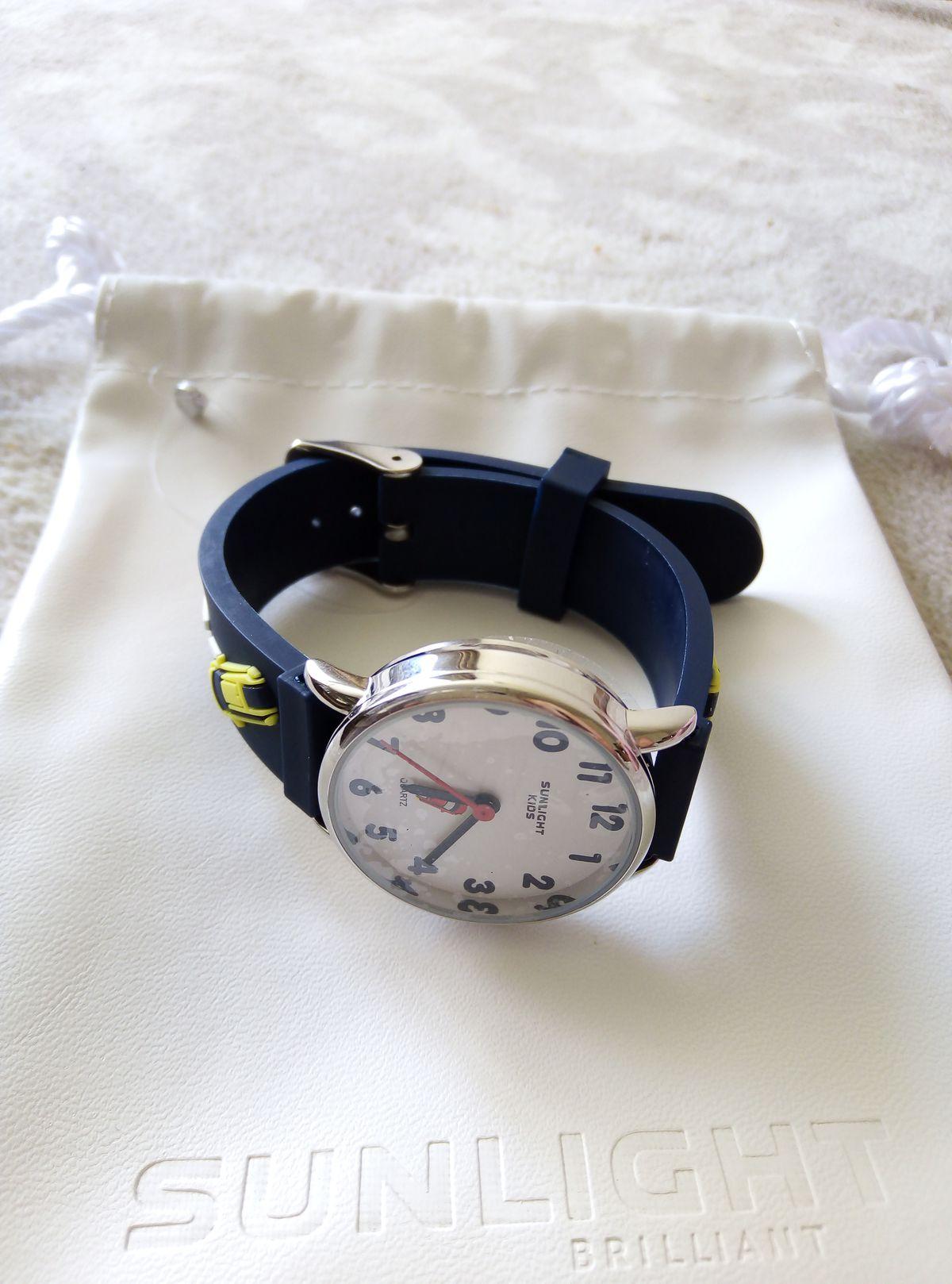 Отличные, стильные часы.