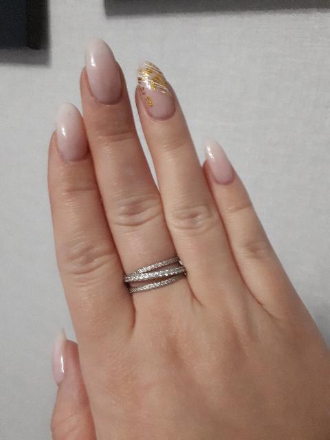 Красивое кольцо со сверкающими фианитами, много комплимментов в его сторону