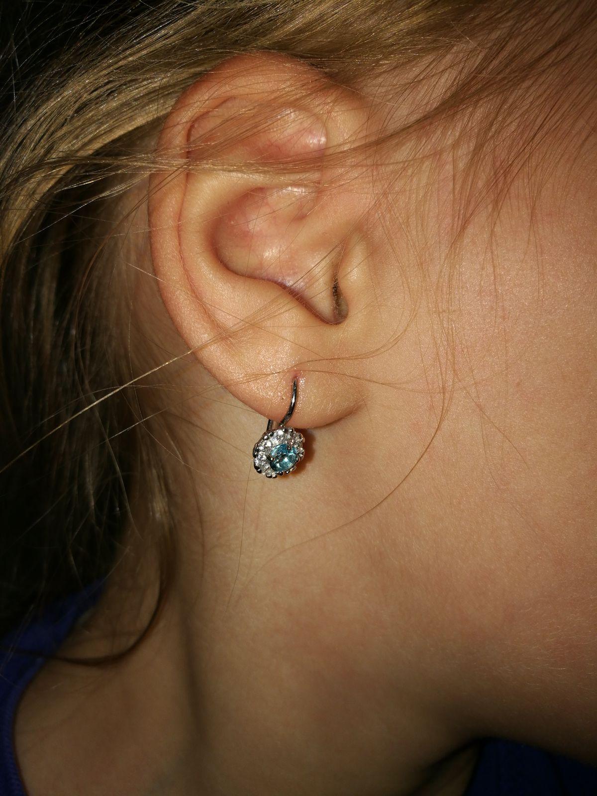 Серебряные серьги с голубыми камешками