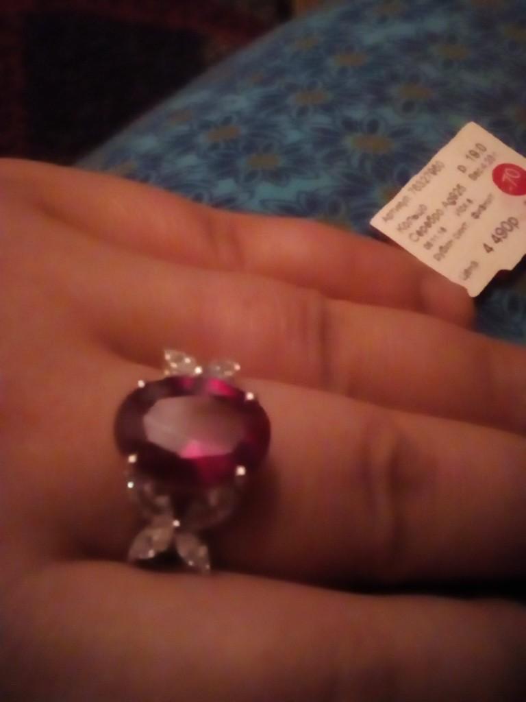 Серебряное кольцо с рубином и фианитами)))