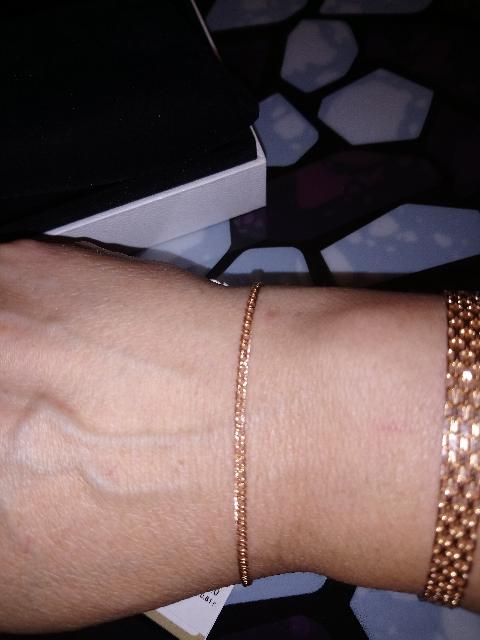 Золотой браслетик в подарок для закадычной подруженьки.