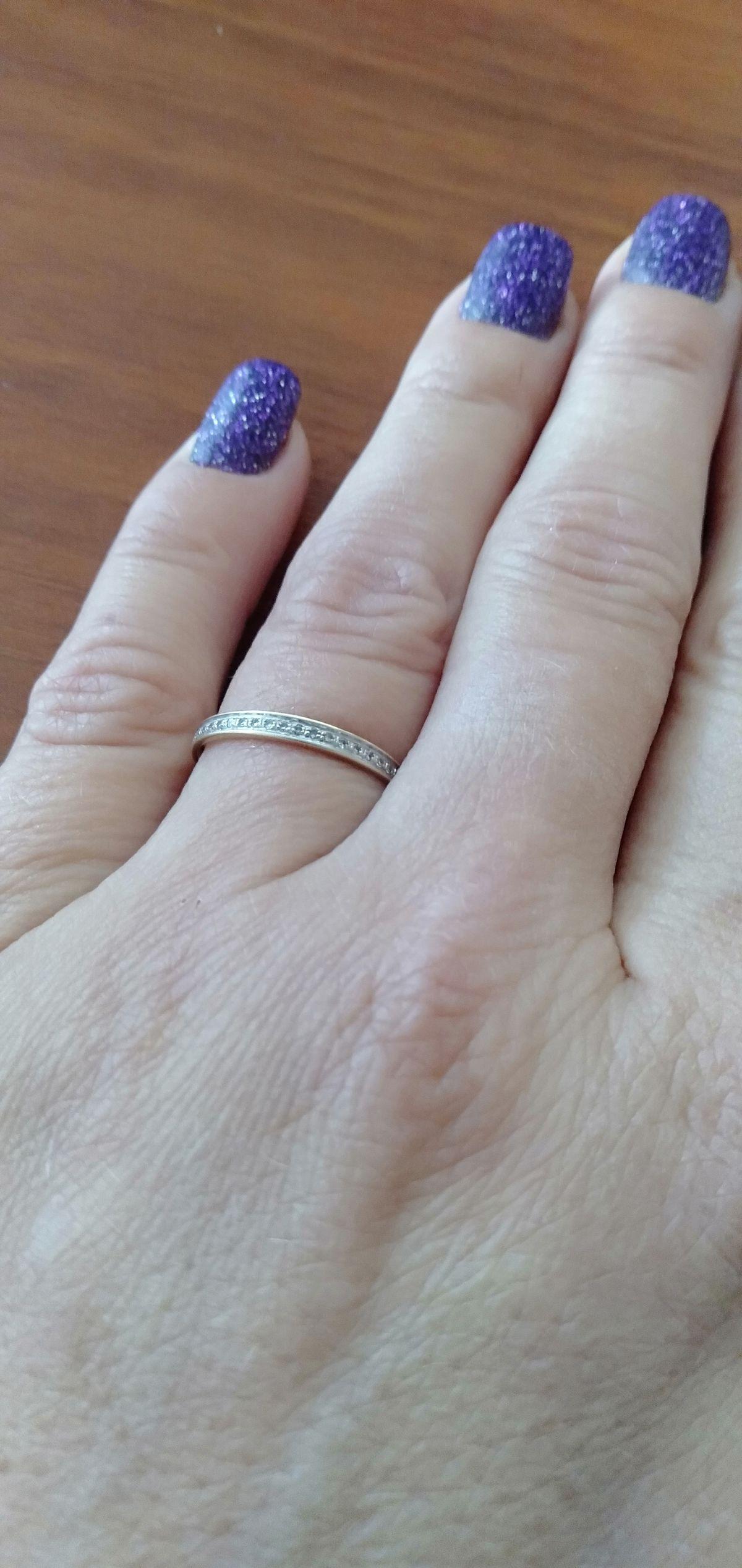 Кольцо с 21 бриллиантом.