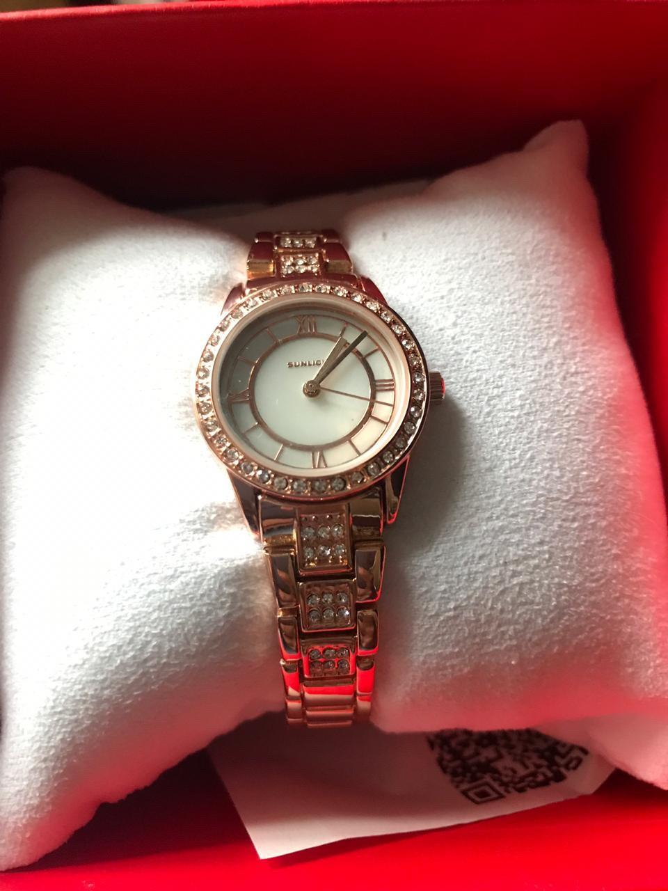 Женские часы с перламутром и кристаллами