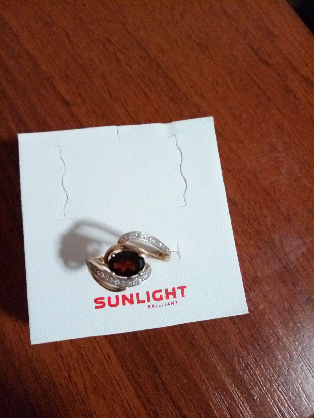 Колечко от Sunlight с гранатом и бриллиантами.Самое главное в подарок. Люблю