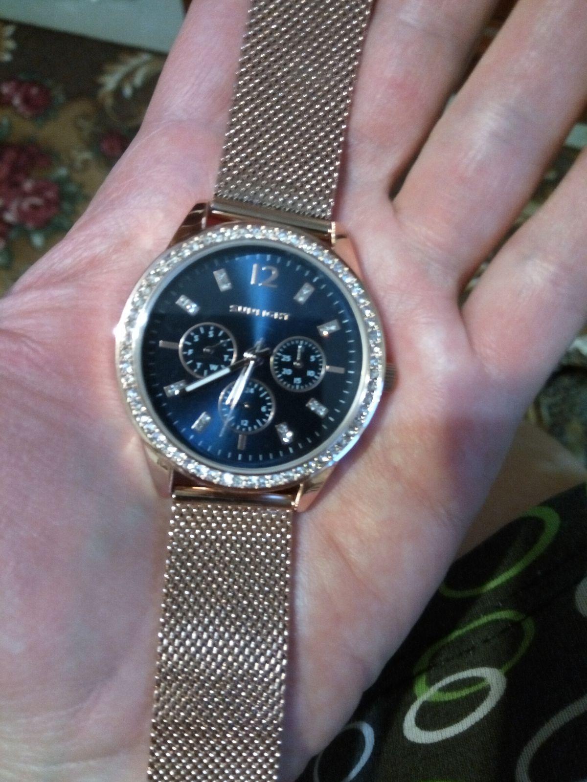 Замечательные стильные часы
