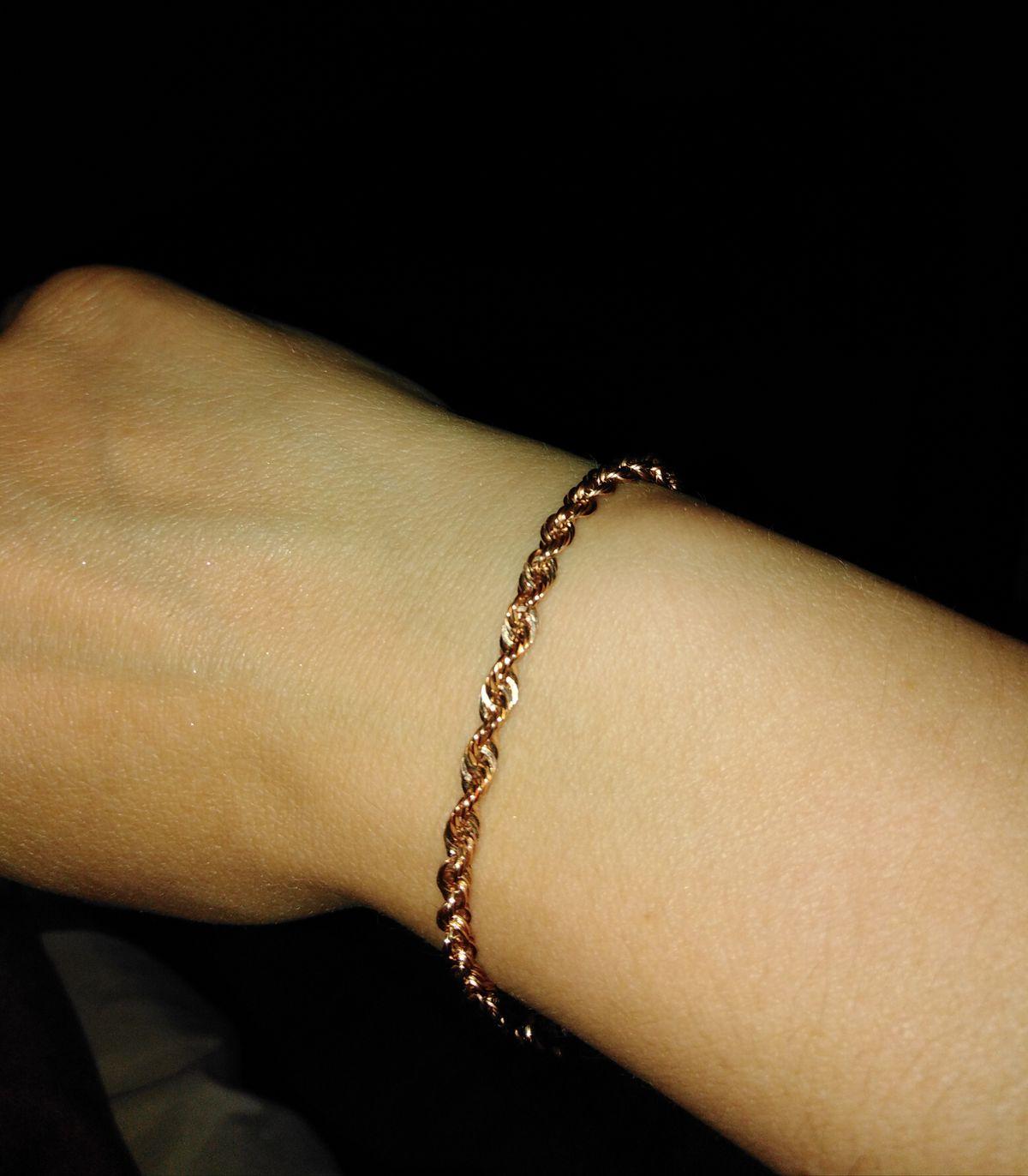 Прекрасный браслет,девушка оценила!