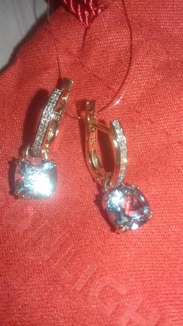 Сережки с топазом и бриллиантами.
