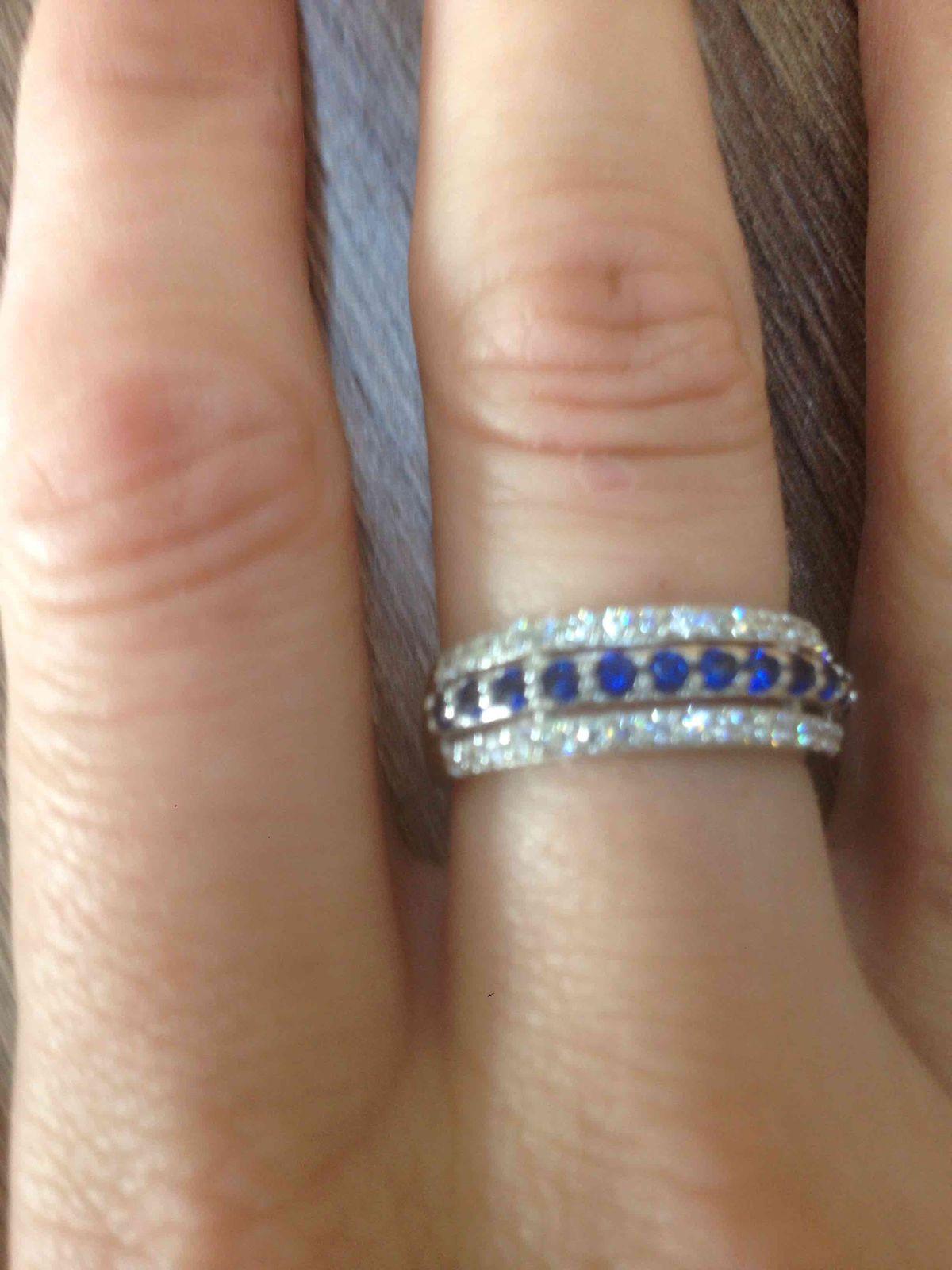 Очень красивое кольцо, смотриться шикарно!