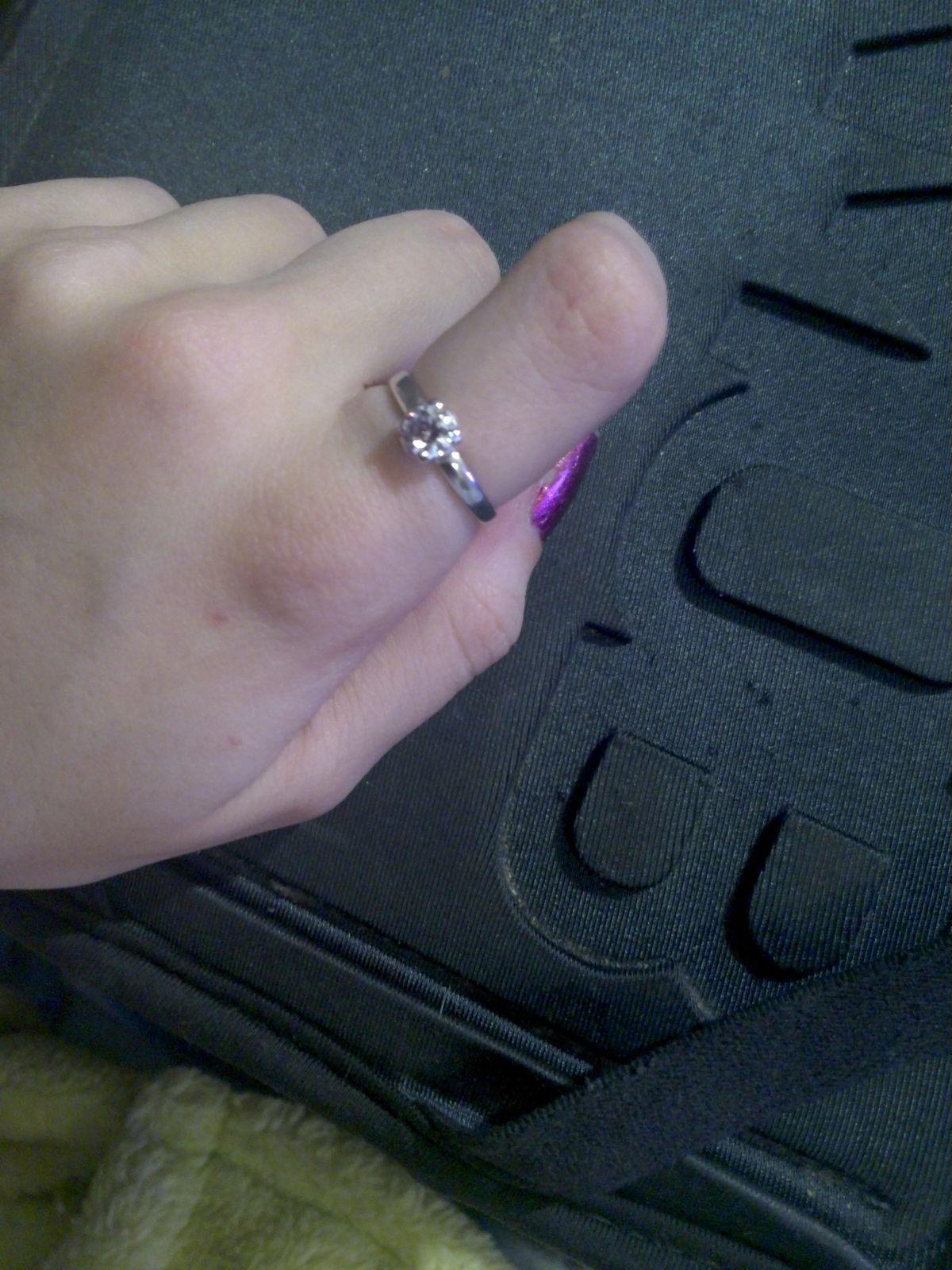Кольцо с белым камнем