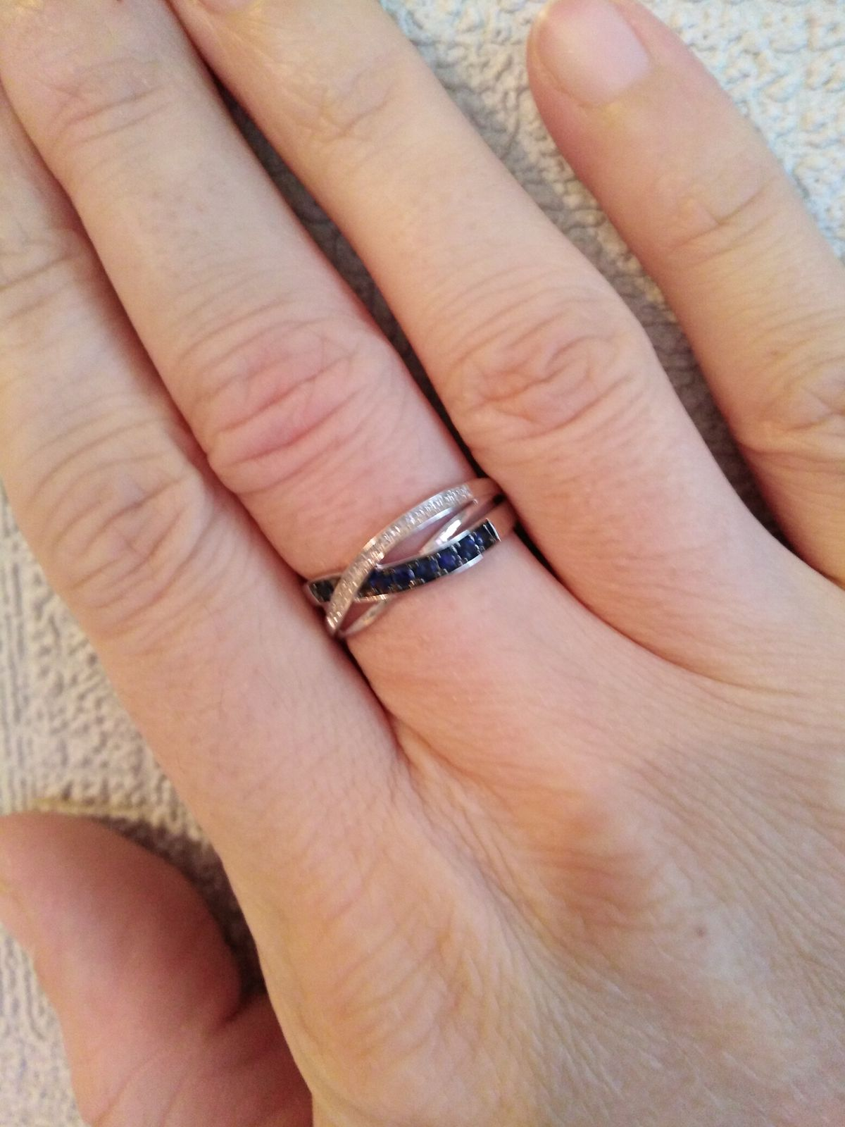 Шикарное кольцо с сапфирами.