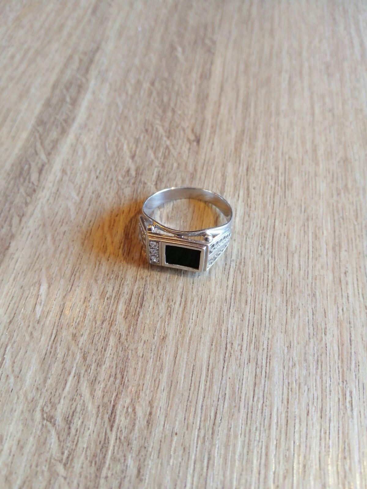 Хорошее кольцо по доступной цене.