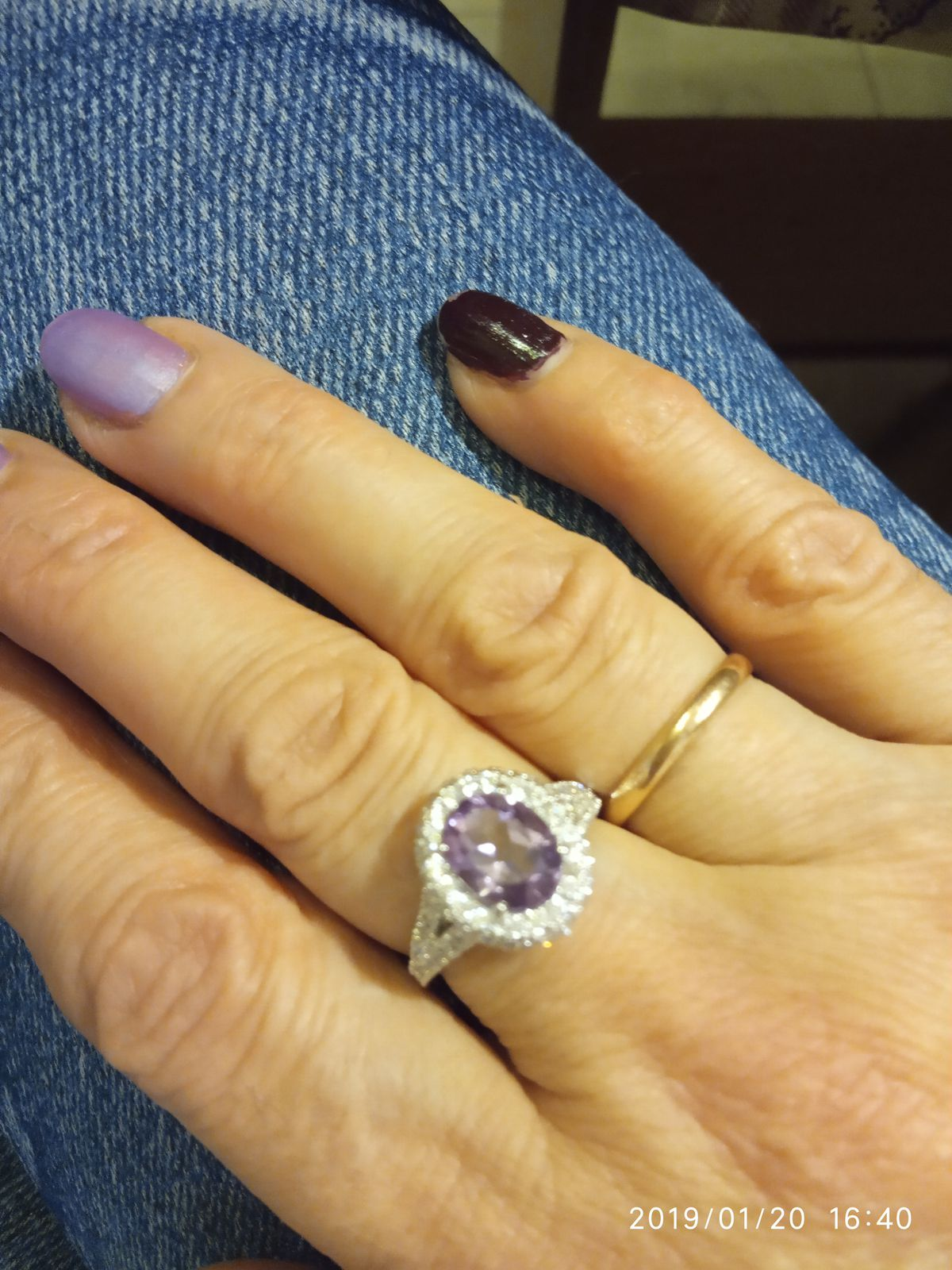 Роскошное кольцо с аметистом и фианитами.