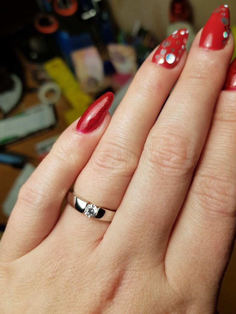 Кольцо серебряное с фианитом.