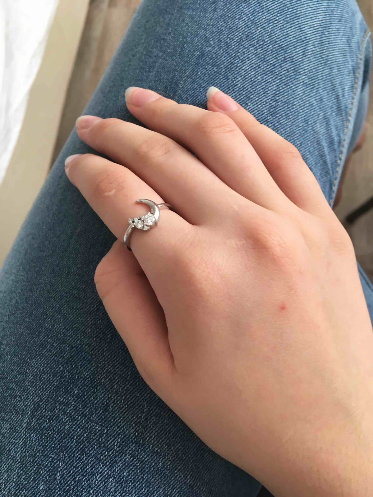 Очень красивое кольцо,хорошо сидит на пальце .