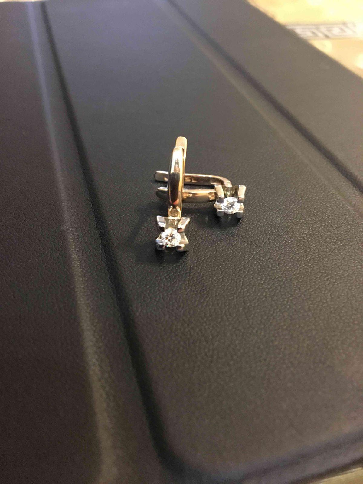 Классические серьги с бриллиантами.