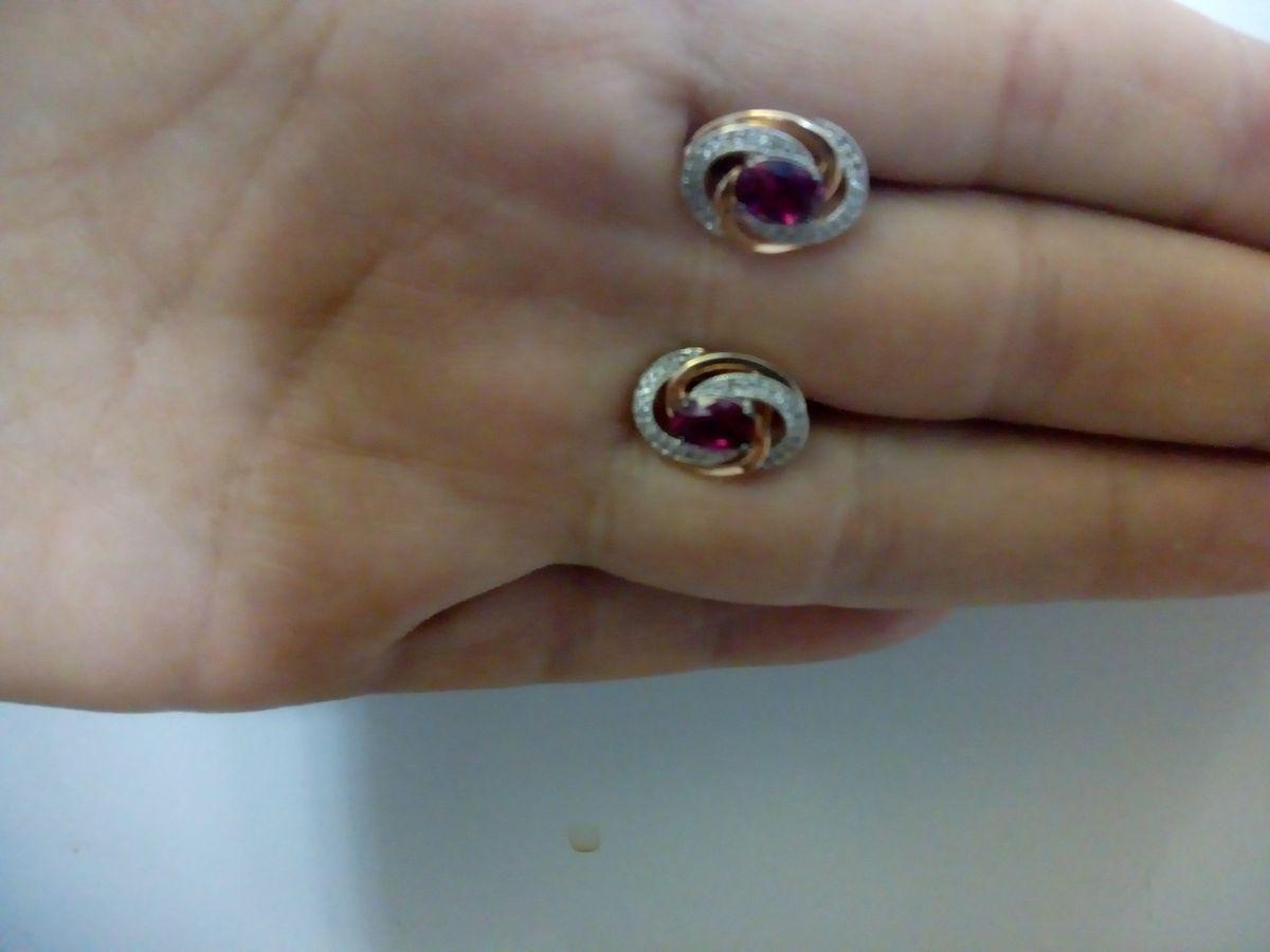 Серьги золотые с рубинами и бриллиантами.